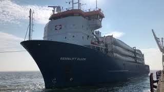Holowanie statku, Tugboat hauling big ship - Iwona Blecharczyk 2019/46