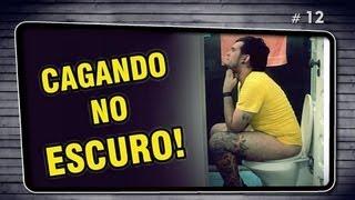 CAGANDO NO ESCURO