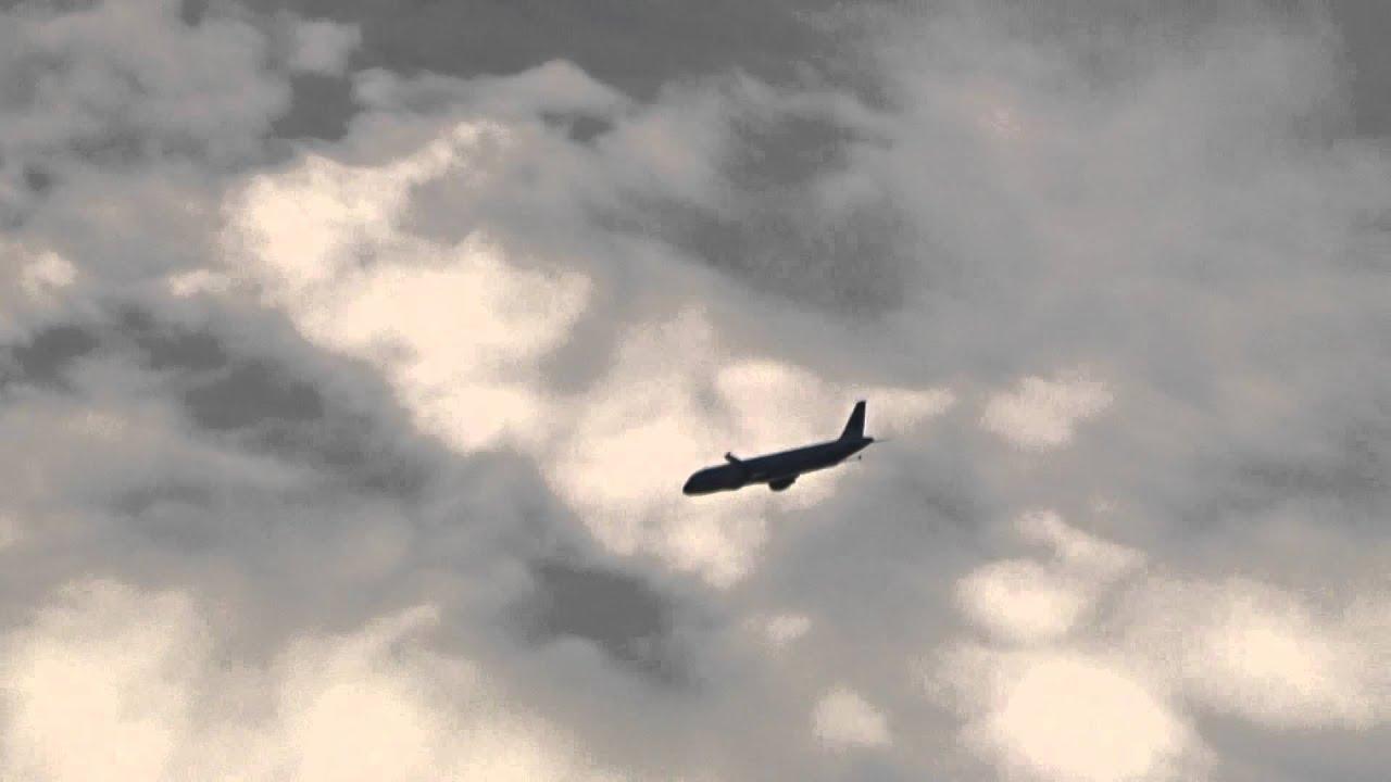 ホテルミラコスタ宿泊特典ディズニーシー入口にて飛行機が飛んでました