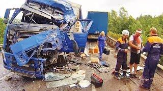 ДТП на1533км  М5.Две фуры-лобовое. Ежебудни спасателей 24.(ДТП с участием двух грузовиков на 1533км трассы М5(Урал)., 2014-08-05T21:57:36.000Z)