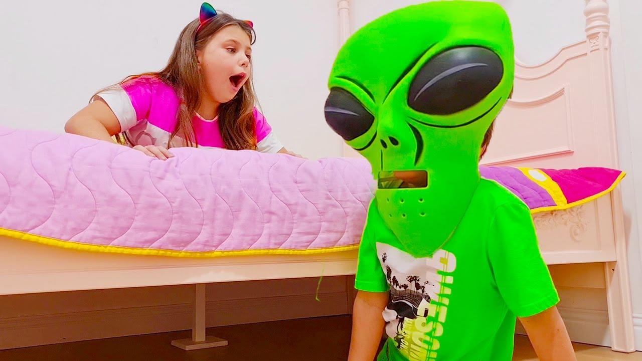 알리는 비밀리에 사탕 먹고 Adriana and Monster under her bed | Collection of new Stories for Kids