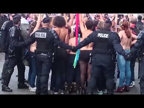 Action Femen au Palais de Justice deParis 26/10/14