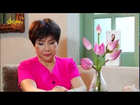 Hoa hậu Thu Hoài trò chuyện cùng danh ca Lệ Thu trước show Sol Vàng