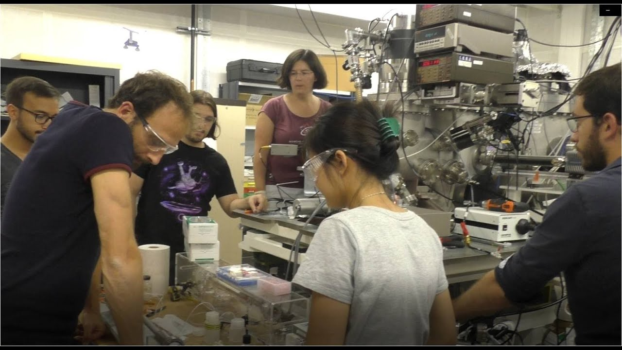 Download Témoignages de chimistes au Synchrotron SOLEIL