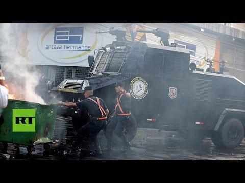 las-protestas-contra-una-reforma-constitucional-terminan-con-el-congreso-de-paraguay-en-llamas