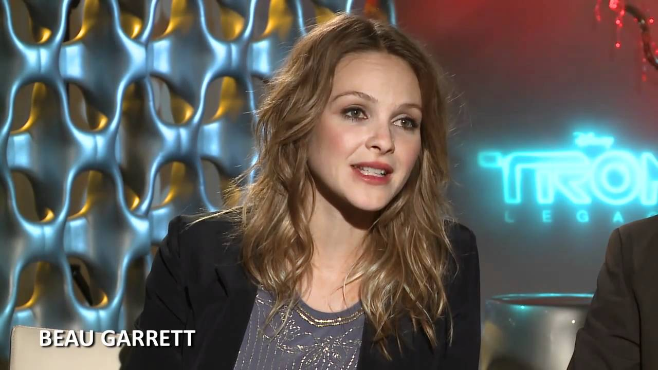 tron: legacy' interview: beau garrett and michael sheen - youtube