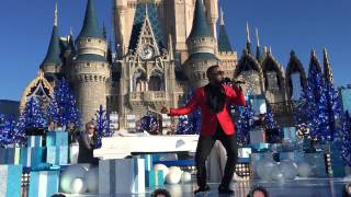 Charles Perry-Cool To Be A Cat-Disney Parks-Unforgettable Christmas Celebration