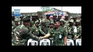 ผ้าถุงแม่ผูกใจ ธงชาติไทยผูกปลายปืน