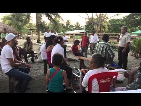 Predicando en las playa de Tela Honduras