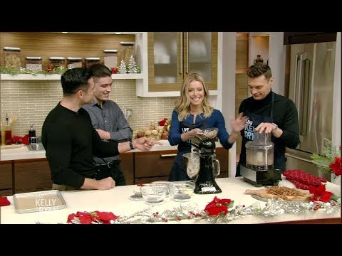 mark-and-michael-consuelos-help-kelly-make-mexican-wedding-cake-cookies