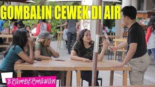 Video GOMBALIN CEWEK & SERU - SERUAN MAIN AIR DI JOGJA BAY - BRAM DERMAWAN download MP3, 3GP, MP4, WEBM, AVI, FLV Juni 2018