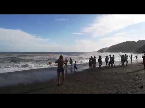 Китаянка и мужик на берегу лечебного озера видео, девушки в нижнем белье и чулках форм