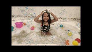 La canción del baño ♫ MÚSICA DO BANHO COM JULIA ANTENADA ♫  | Kids Songs & Nursery Rhymes