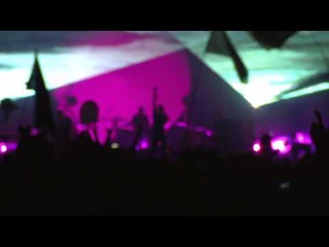 every-teardrop-is-a-waterfall---coldplay-live-glastonbury-2011