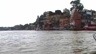 भारी बारिश से उफनाई गंगा, गांवों में बाढ़ का कहर