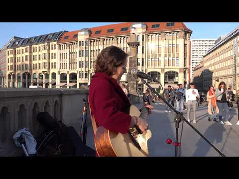 "liv-summer-""dangerous""---amazing-voice-(streetmusic-berlin-(2019-03-30)"