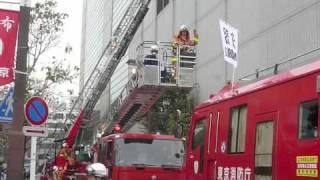 2009年11月5日、俳優の長谷川初範氏を一日消防署長に迎え、調布市文化会...