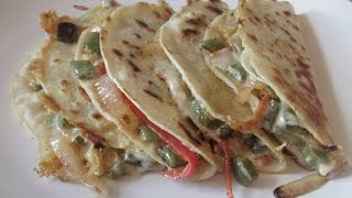 Riquisimas Quesadillas de Nopales/ Delicious Cactus Quesadillas