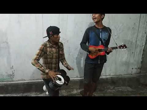 LAYANG KANGEN DIDI KEMPOT Cover By Duo Pengamen Jalanan Surabaya