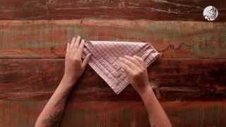 Как сложить салфетку для новогоднего стола | Westwing(Сделайте праздничный стол незабываемым и оригинальным, не прикладывая к этому особых усилий. В этом видео..., 2015-11-26T12:26:37.000Z)