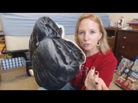 ASMR Soft Spoken ~ Christmas Gift Show & Tell / Giftwrapping