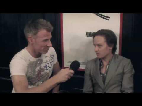 UNI.DE Interview mit den Schauspieler Tom Schilling auf UNI.DE TV