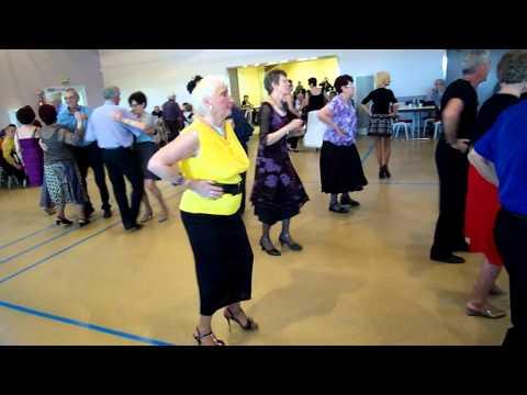 BAL MUSETTE AVEC LES DANCINGS A NORROY LE VENEUR METZ.UNE TARENTELLE EN LIGNE A LA MODE ACTUELLE.