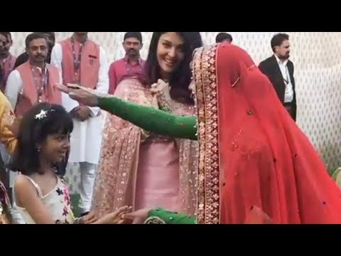 Aaradhya Bachchan CUTE DANCE At Isha Ambani Sangeet Party 2018