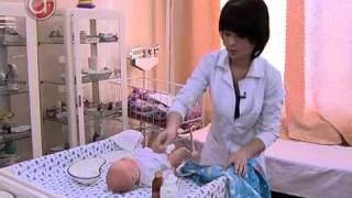 Видеоурок ухаживания за малышем подмываем и стрижем ногти