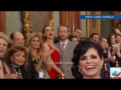 Chantal Andere y su esposo pelean plena ceremonia del Grito de Independencia en Palacio Nacional