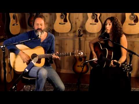 "Neal Casal Performs ""Too Much to Ask"" in the Guild Lounge"