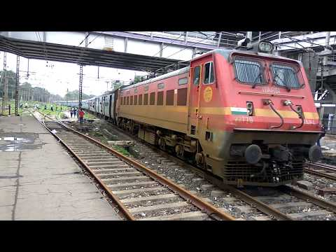 11060 Chhapra LTT Mumbai Express arriving at Kalyan Junction