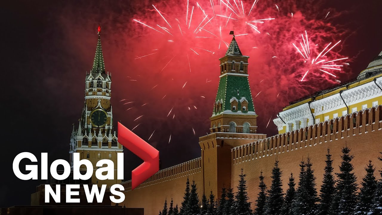 new year s 2019 fireworks illuminate moscow s red square youtube
