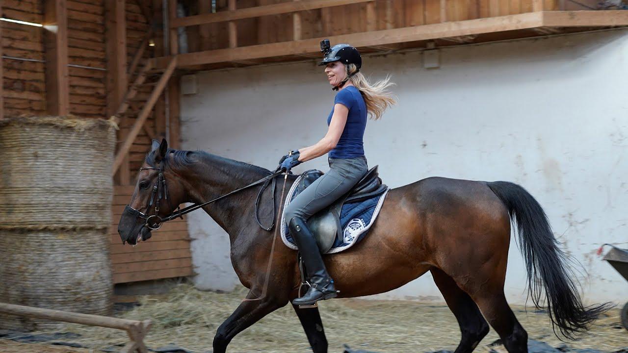 Jak się jeździ na cudzym koniu - dosiadamy Parówkę ;)
