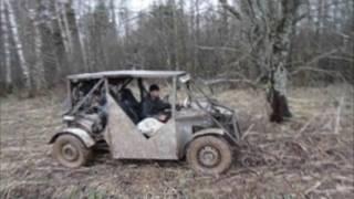 Багги и застрявшая нива в болоте