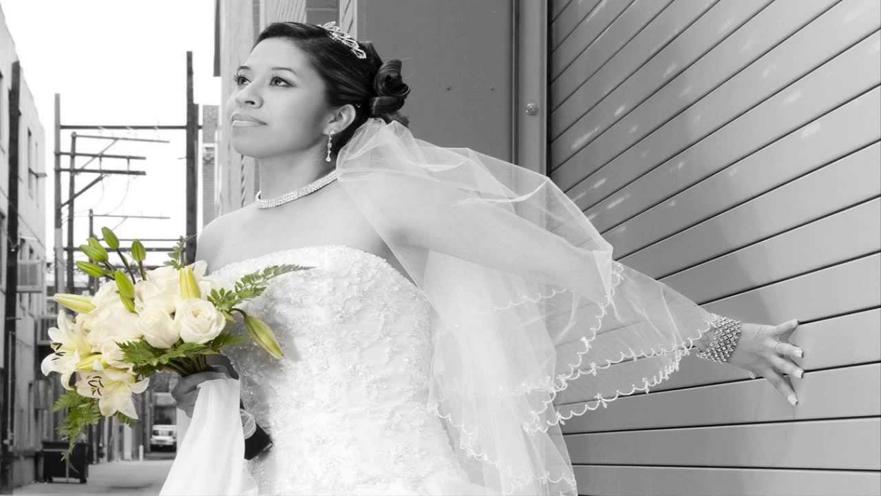 Sonar con mujer vestida de novia y embarazada