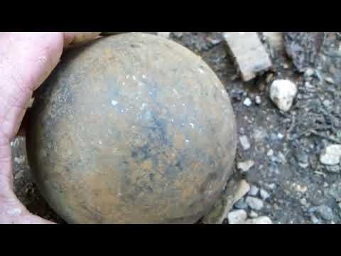 подозрительный стальной шар