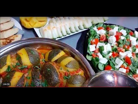 repas-complet-avec-tajine-courgette-ronde-salade-tomate-mozza-et-coupe-de-fruits-وجبه-كاملة-ومتكاملة