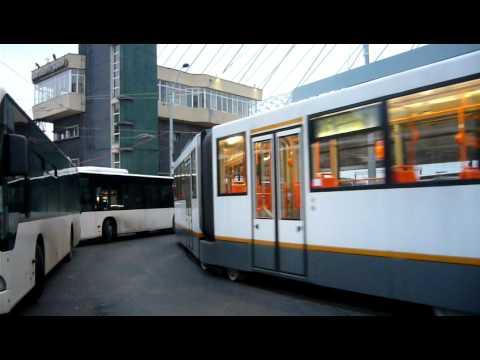 Tramvai RATB T2A-T #3003 sosind la BASARAB (2)