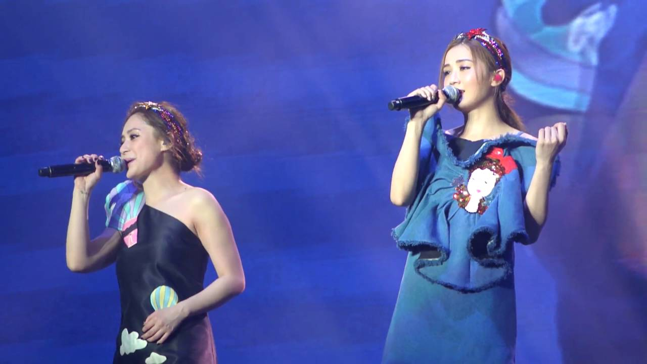 TWINS LOL 世界巡迴演唱會廣州站 《女校男生》 - YouTube