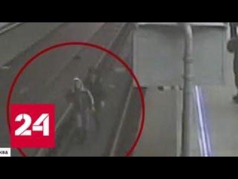 За смелость во имя спасения: полицейского, прыгнувшего за упавшим на рельсы пассажиром, наградят -…