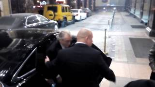 Роберт Де Ниро у отеля в Москве 8.11.2015(, 2015-11-09T11:42:39.000Z)