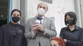 Catene e costituzione, la protesta dei parrucchieri. Il sindaco: «Vicini ai commercianti»