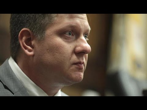 Chicago police officer takes the stand in his murder trial