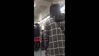 我愤怒这个家伙的恶毒,但我更愤怒于地铁上的那些乘客和旁观者,一个男...