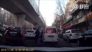 實拍:吉林長春市麵包車意外自燃 瞬間成廢鐵