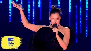 Hailee Steinfeld Experiments with the Stage Controls | MTV EMAs 2018