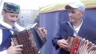 Татарские народные песни.(Играют Рустем Гиниятов и Александр Архипов., 2015-08-02T08:00:37.000Z)