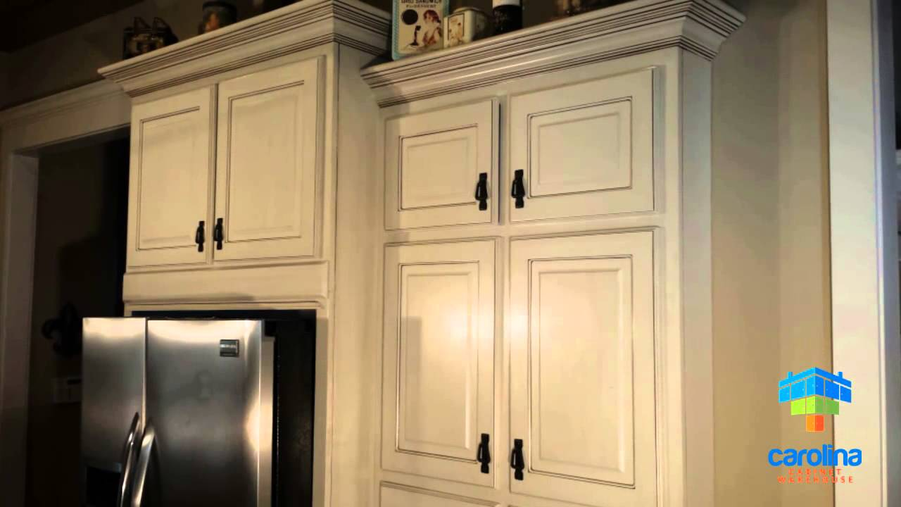 Cabinet Refacing / How To Reface Your Old Kitchen Cabinets For Cheap