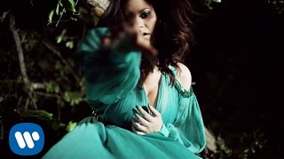 Смотреть клип Laura Pausini - Pregúntale Al Cielo